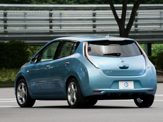 nissan-leaf-retro