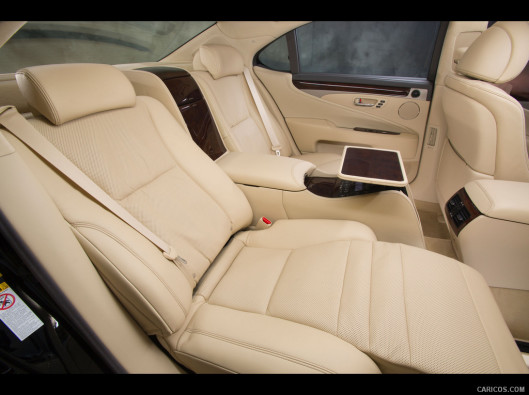 lexus-ls-green-mobility-rental-12