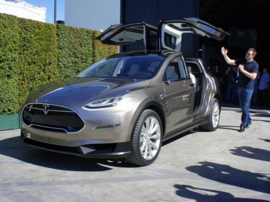 Tesla-Model-X-promo a noleggio