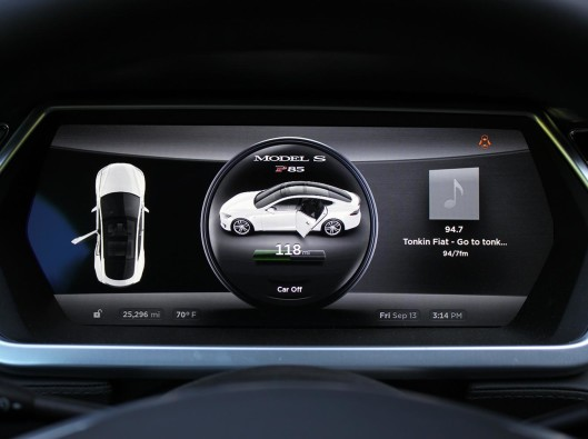 Tesla-Model-S-istrument-panel a noleggio a lungo termine ecologico