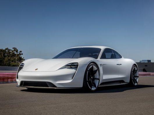 Porsche Taycan noleggio lungo termine