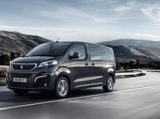 Peugeot e-traveller noleggio lungo termine